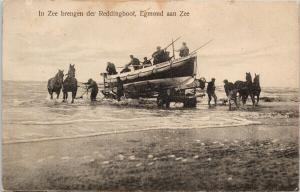 In Zee brengen der Reddingboot Egmond aan Zee Netherlands Lifeboat Postcard E53