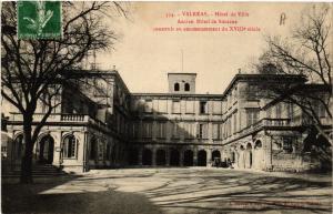 CPA VALREAS - Hotel de Ville - Ancien Hotel de Siiaire construit (511702)