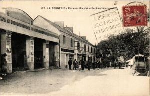 CPA AK La Bernerie Place du Marche et le Marche couvert (611026)