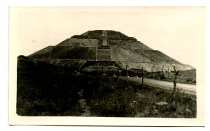 Mexico - Teotihuacan. Pyramid of the Sun     *RPPC