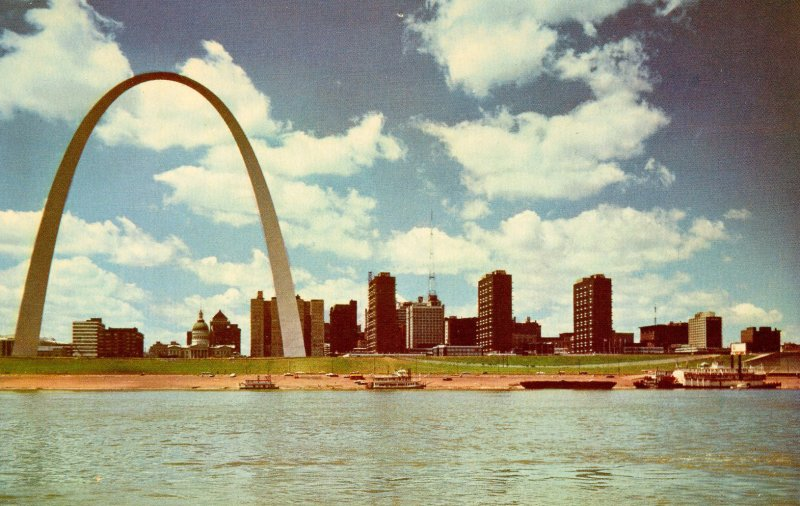 MO - St Louis. Gateway Arch, Skyline