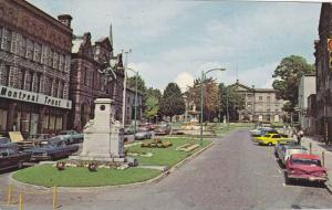 Classic Cars, Memorial to Wars Monument, Court House, Cenotaph Square, Brockv...