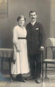 Early 1900s RPPC Romantic Couple 02.71