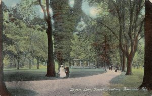 ANNAPOLIS , Maryland , 1913 ;  Lovers Lane, Naval Academy