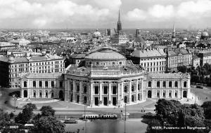 Wien Panorama mit Burgtheater Auto Cars Tram General view