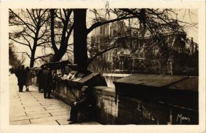 CPA PARIS 4e Bouquiniste du quai Montebello; Notre Dame (446230)