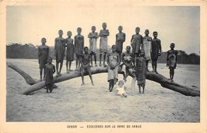 Gabon Ecolieres sur le Blanc de Sable, Natives