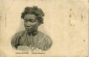 CPA AK DIEGO-SUAREZ Femme Malgache MADAGASCAR (709621)