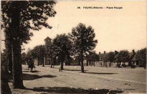 CPA   Fours (Niévre) - Place Pouget    (518152)