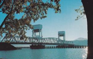 Okanagan Lake Bridge, KELOWNA, British Columbia, Canada, 40-60´s