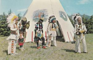 Native Americans in Front of a Teepi, 40-60´s
