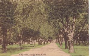 DODGE CITY , Kansas , PU-1910; City Park, Tree-lined Path