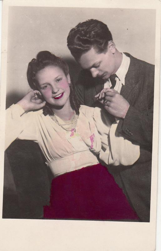 POSTCARD 1949 HUNGARY YOUNG BEAUTY COUPLE LOVERS