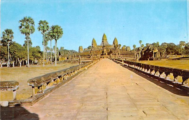 Cambodia, Cambodge Angkor Wat, seen through Main Entrance  Angkor Wat, seen t...