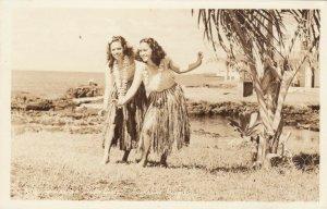 RP: Hula Girls , Hawaii , 1945