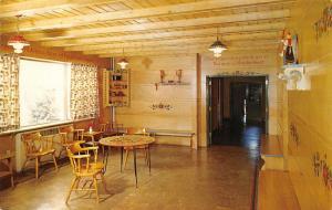 Stougton Wisconsin~Skaalen Sunset Home Kaffe-Stue Interior 1970 Postcard