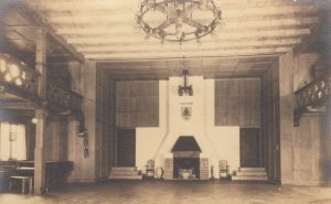 RP: GIRL SCOUT House of KOHLER , Wisconsin , 1910s ; Saal(auditorium)