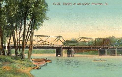 IA - Waterloo, Boating on the Cedar River
