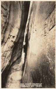 RP; LOOKOUT MT., Tennessee, 20-30s; Fat Man's Squeeze, Rock City Gardens