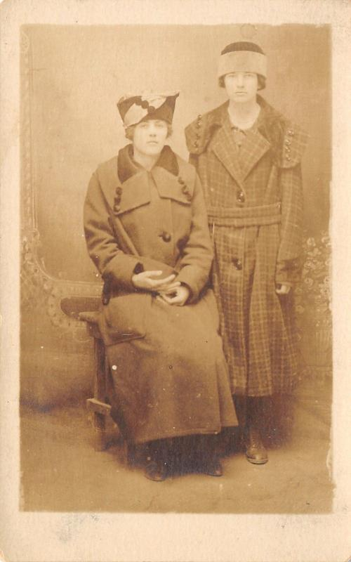Real Photo Postcard~Young Ladies in Dumpy Heavy Overcoats~Cloche Hats~c1925 RPPC
