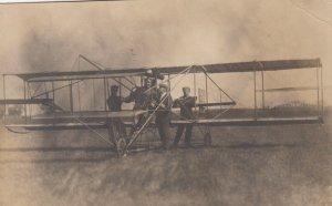 RP; WAPELLO, Iowa, 1911; Bud Mars an helpers with biplane