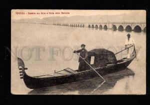 038497 ITALY Venezia Gondola con felze Ponte della Perrovia