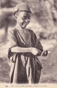 Ali , le petit mendiant compte sa recette, Algeria , 00-10s