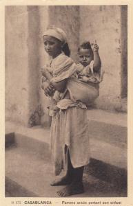 Casablanca - Femme arabe portant son enfant , Morocco , 1910s
