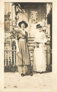 1914 RPPC Postcard Fashion Women in Great Summer Day Dresses & Hats at Gate