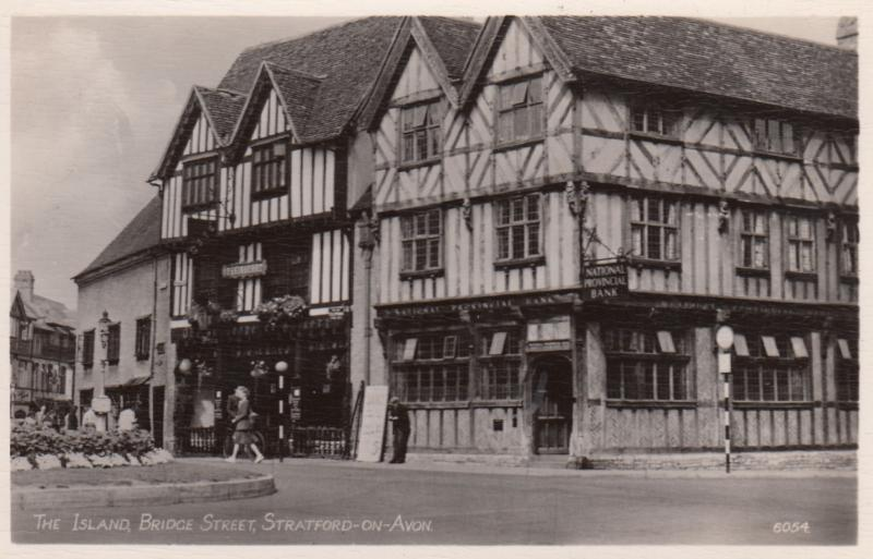 Stratford-upon-Avon , England , 30-50s ; The Island Bank