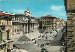 Italy Roma Via Nazionale semi-modern postcard