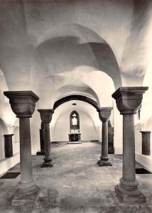 Ev. luth Muenster Cathedral St. Bonifatii Hameln Krypta Blick zum Altar