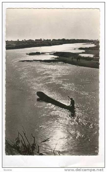 RP  Man rowning Canoe, NIGER - Pirogue au soleil couchant, 30-50s