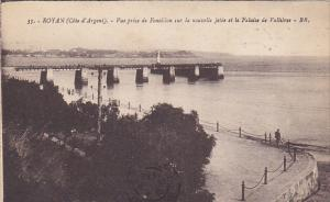 France Royan Vue prise de Foncillon sur la nouvelle Jetee et la Falaise de Va...