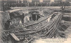 France Paris Les Frous Apres un Orage, L'Excavation au Coin de la Rue du Havre