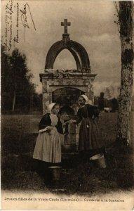 CPA Jeunes filles de la Vraie-Croix - Causerie a la fontaine (458280)