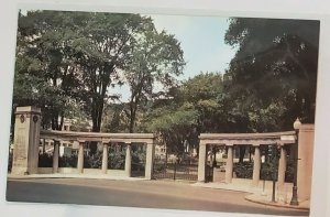 Vintage Postcard:Roddick Gates, McGill University entrance. Montreal, CAN.