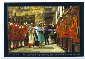 er0423 - Queen & Beefeaters at a Maundy Service, Westminster Abbey - postcard