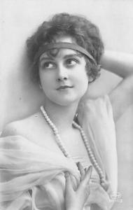 Black and White picture of a woman Unused