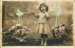 Fashion Postkarte Elegant little girl vintage dress selling flowers