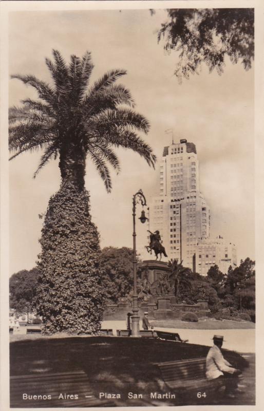 RP; BUENOS AIRES , Argentina , 20-40s; Plaza San Martin