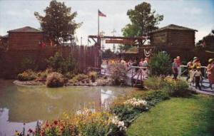 Disneyland Frontierland Entrance