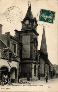 CPA Ygrande La Poste et l'Hotel de Ville (683022)