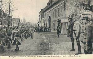 Military Un regimiento saluda al general ingles Allenby 01.75