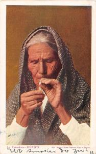 Mexico view of old woman smoking antique pc Z18514
