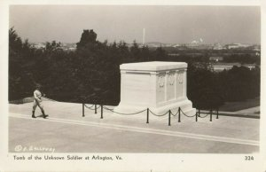 RP ; ARLINGTON , Virginia, 1940s ; Tomb of the Unknown Soldier