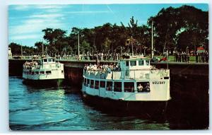 Sault Ste Marie Michigan American Soo Locks Cruise boats Vintage Postcard A73