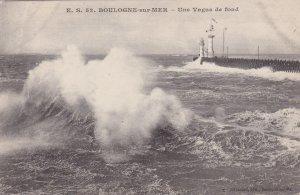 BOULOGNE-SUR-MER, Pas de Calis, France, 1900-10s; Une Vague de fond, Lighthouse
