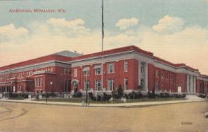 MILWAUKEE, Wisconsin, 00-10s; Auditorium