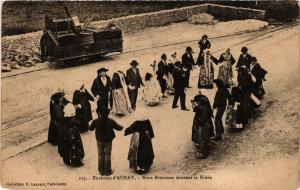 CPA Env. d'AURAY - Noce Bretonne dansant la Ridée (368934)
